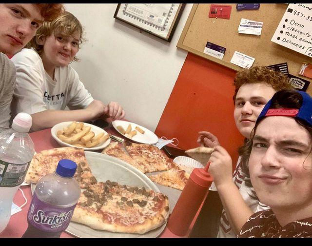 tonys place pizza teens